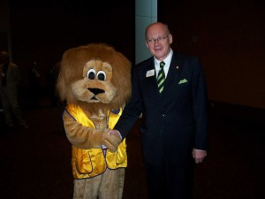 Lion Paws with 2009-2010 Lions Clubs International President Eberhard Wirfs